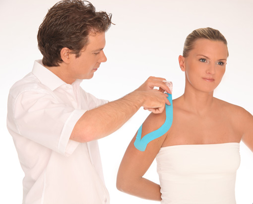 Dr. med. Sascha Bambach: Kinesiotape Schulter kinesiologisches Taping